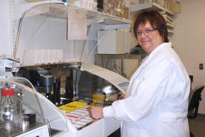 Researcher using research infrastructure in the laboratory